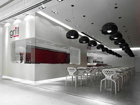 餐厅门头区域望向餐厅内部