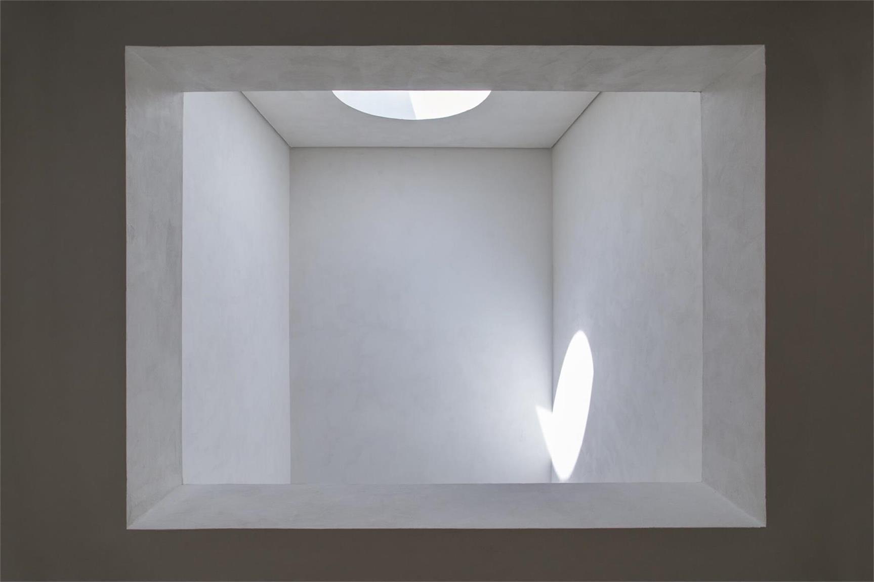 从鞋店墙面开口看天窗设计