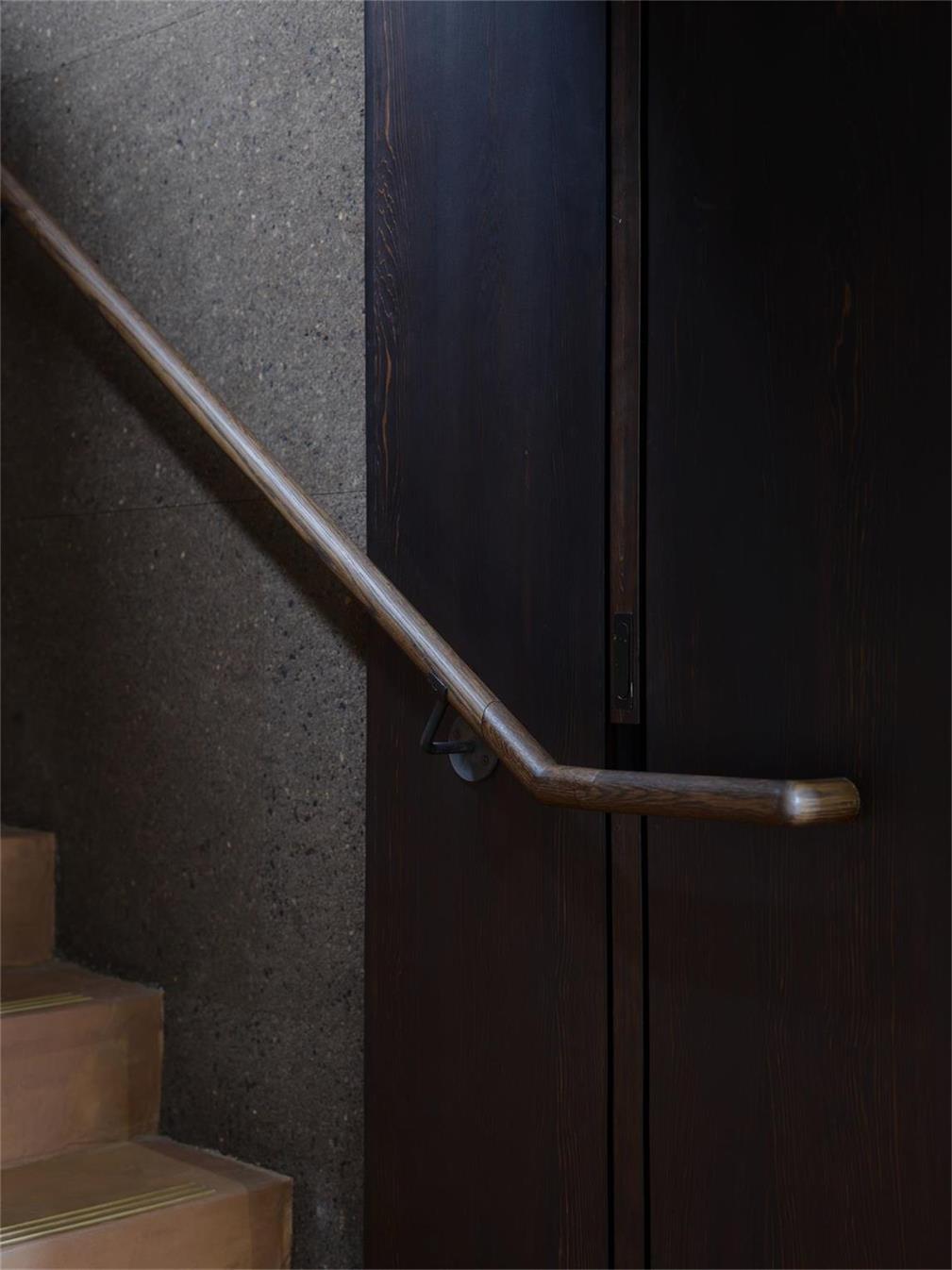 酒吧楼梯扶手设计