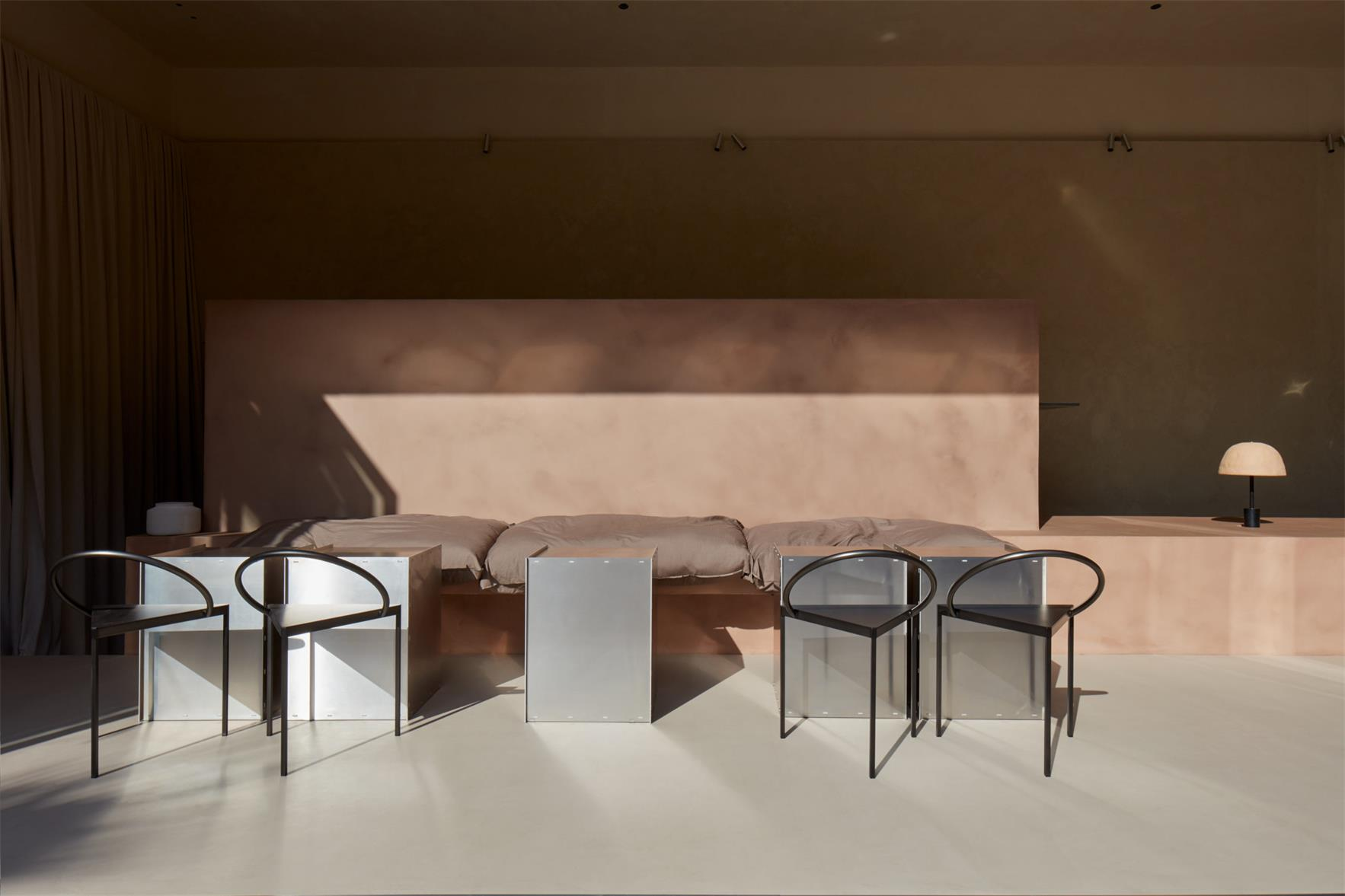 咖啡厅吧台区域与卡座结合设计