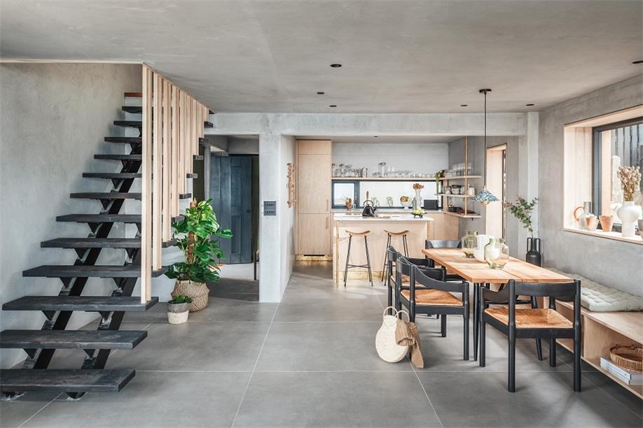 别墅餐厅及楼梯设计
