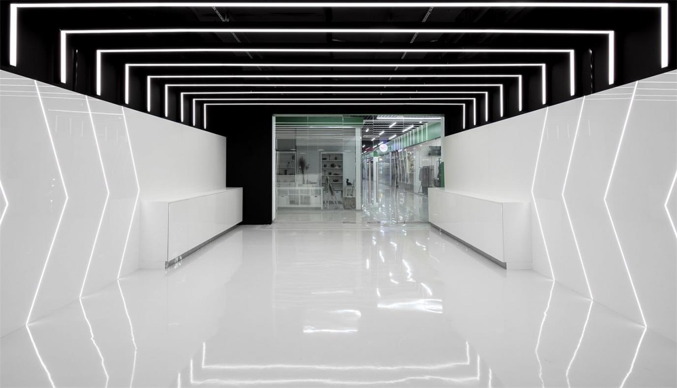 网吧过道灯光造型与天花地面材质结合设计