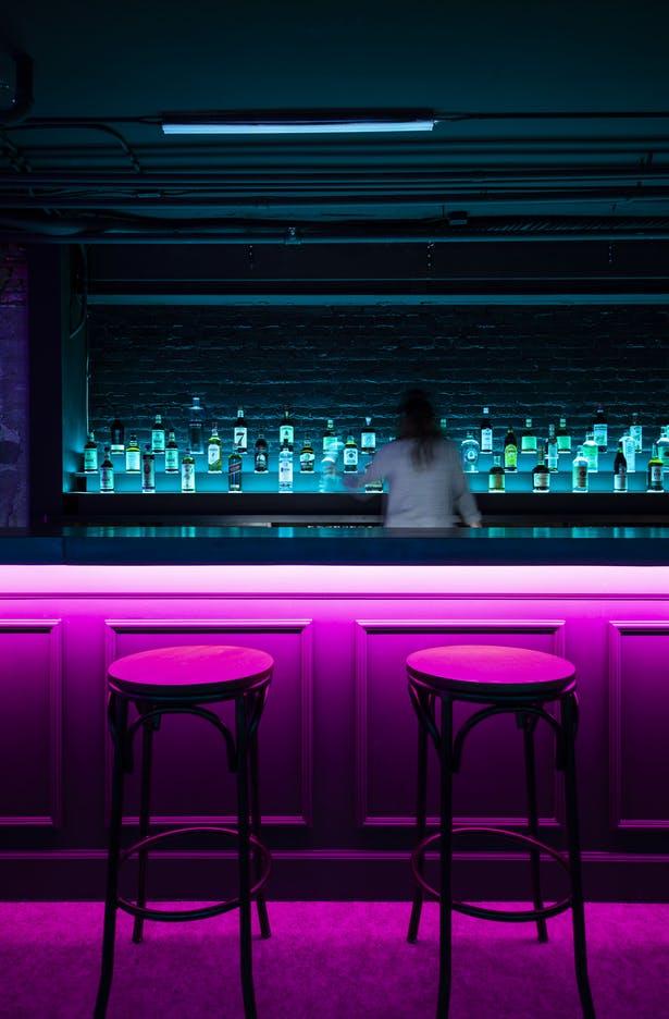 酒吧操作台以及背景设计