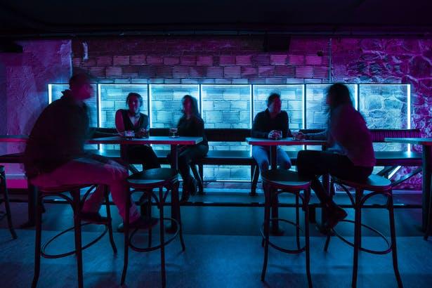 酒吧全景互动氛围