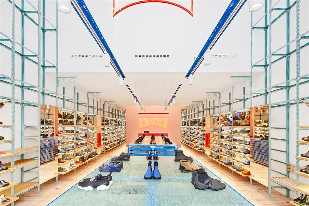 鞋店正立面全景