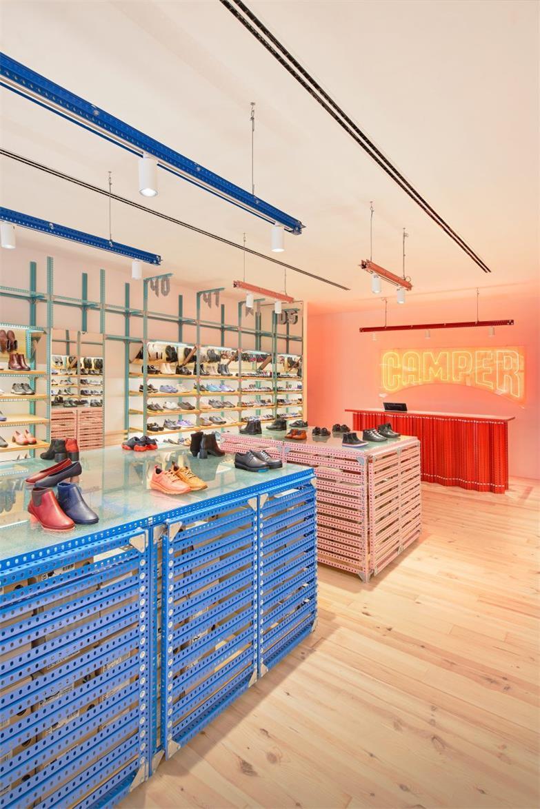 鞋店中央陈列区设计