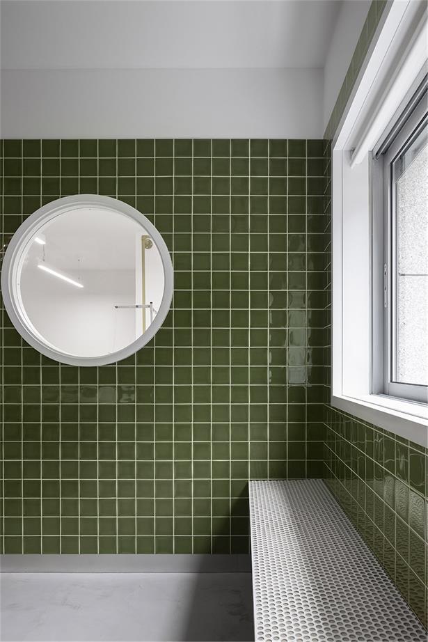 洗衣店沿窗座位设计