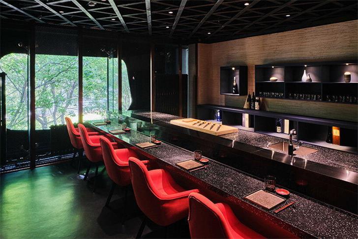 餐厅二层寿司店设计操作台区域