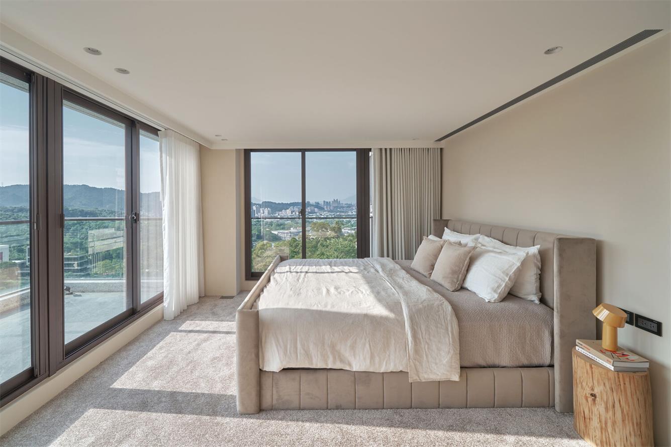 别墅主卧床设计