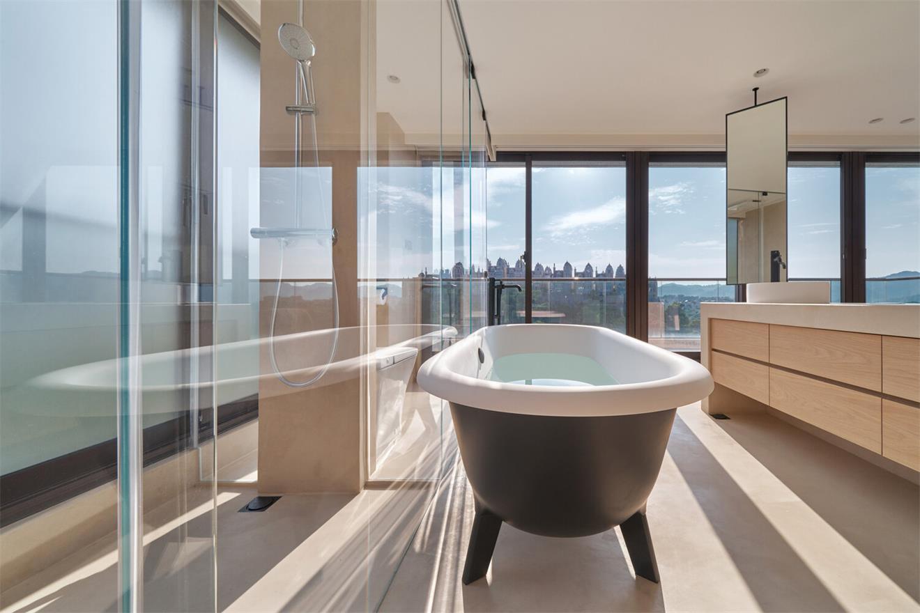 别墅主卧开放式浴缸设计
