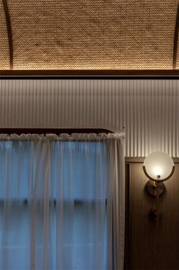 火锅店车厢用餐区墙面天花设计细节