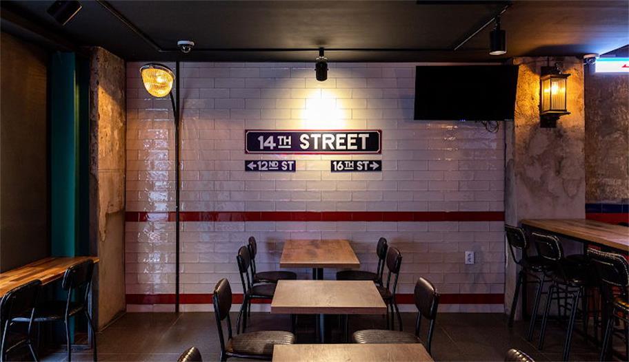 啤酒吧白色墙砖背景墙设计