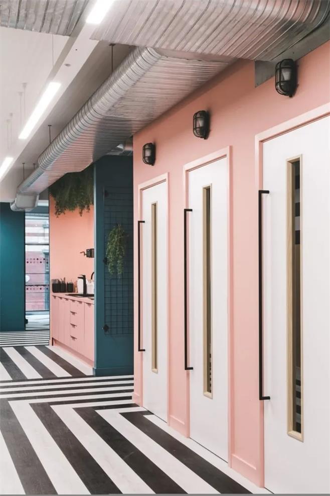 孟菲斯风格的办公室设计