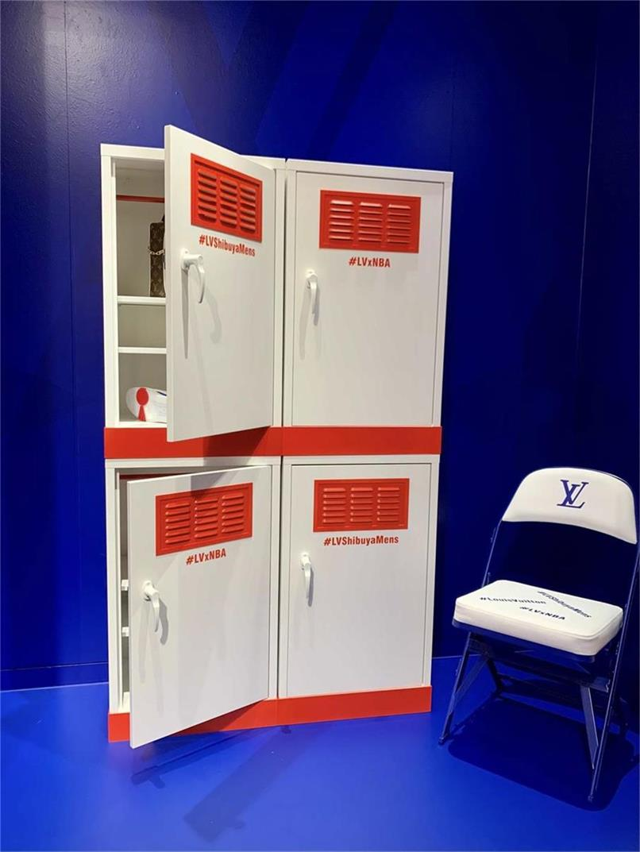 快闪店更衣柜概念的展示柜设计