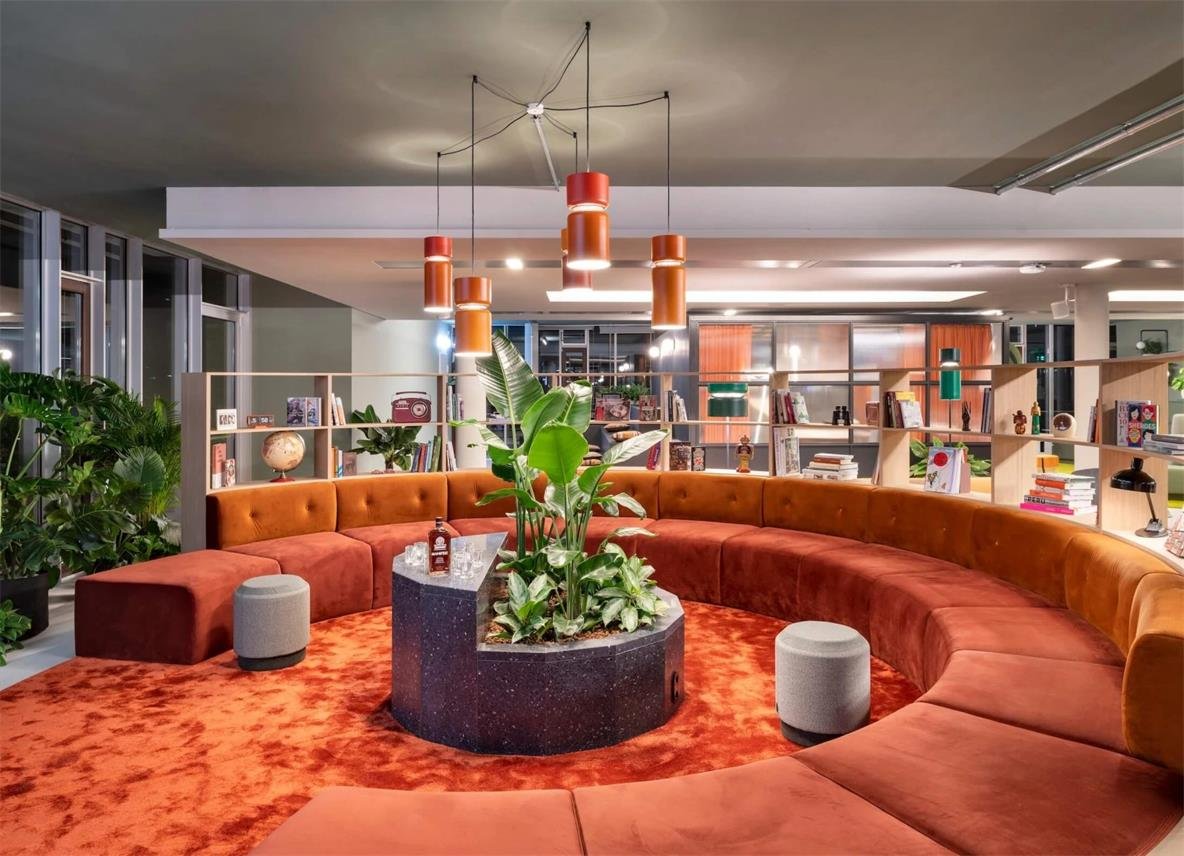 办公室弧形沙发休闲区设计