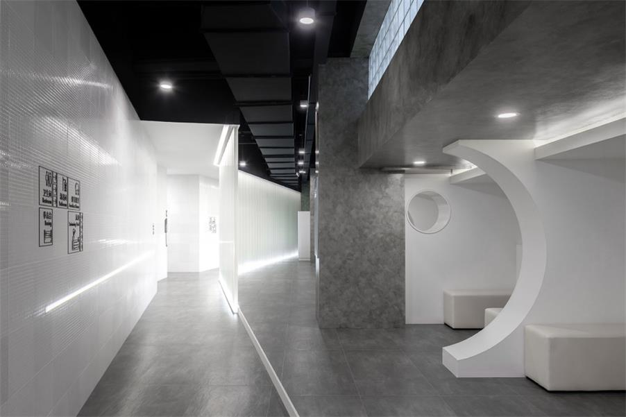 健身中心休息区过道设计