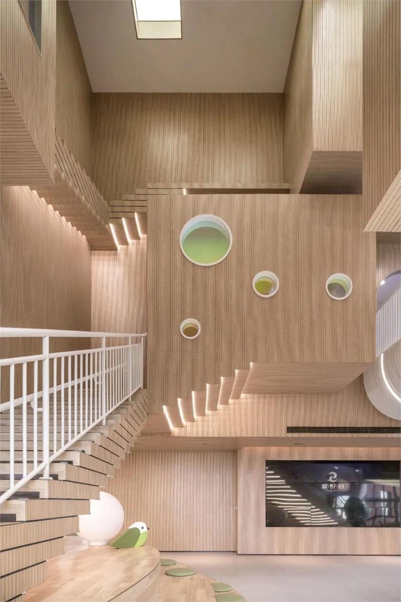 幼儿园楼梯平台小房子设计
