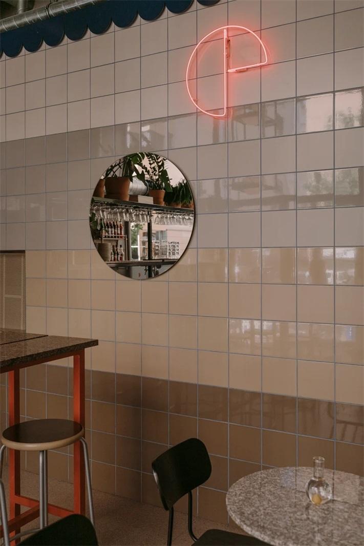 披萨快餐店墙面瓷砖及装饰设计