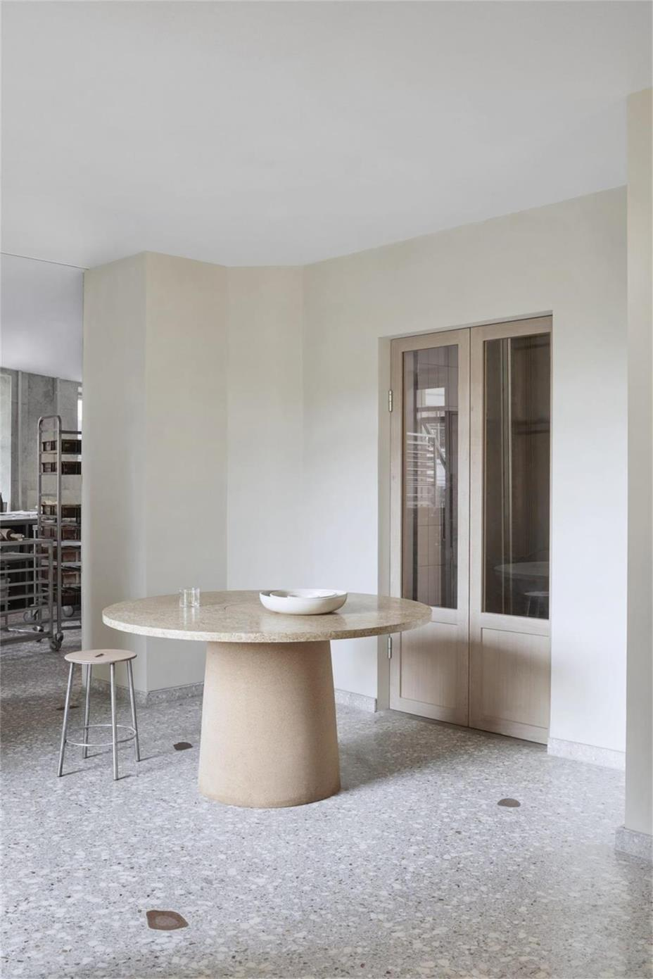 烘焙店大理石圆桌设计