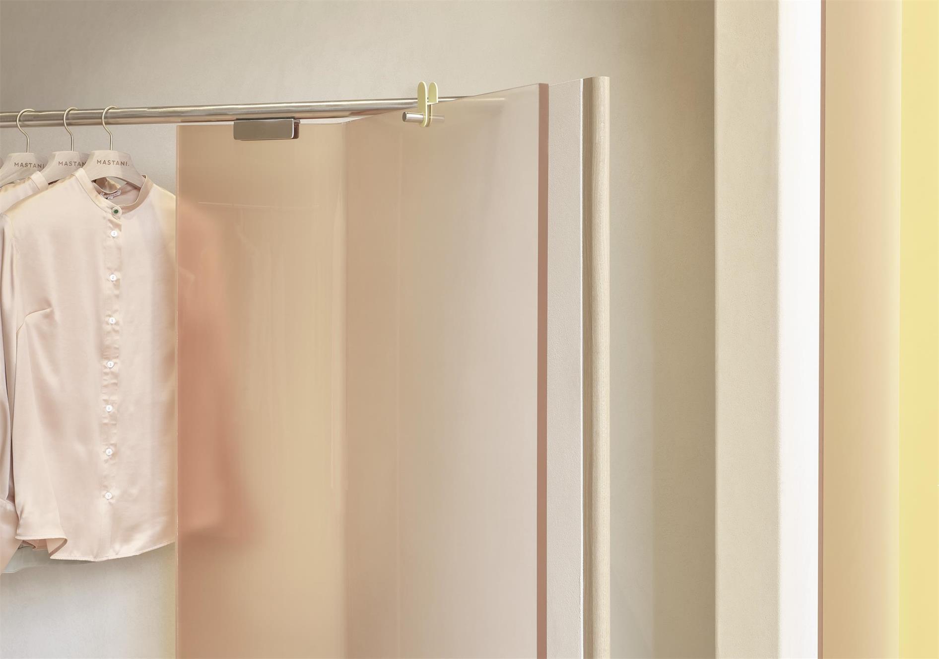 服装店展示架弧形造型设计