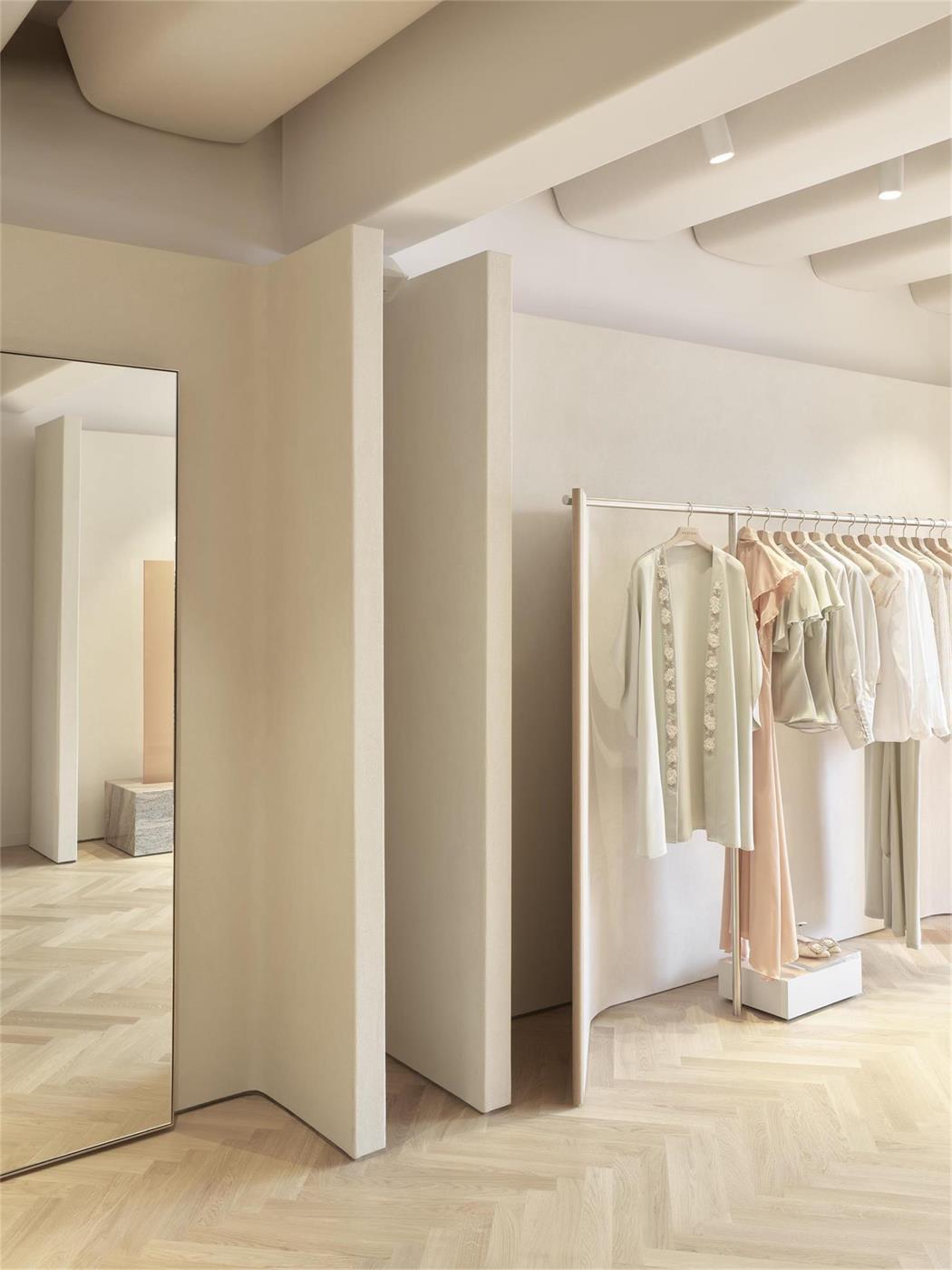 服装店墙面造型分区设计