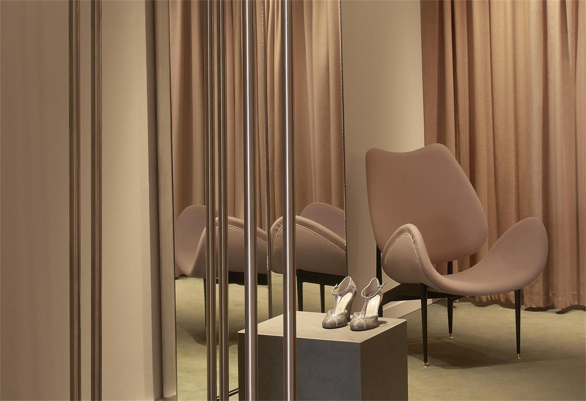 服装店换鞋区家具设计