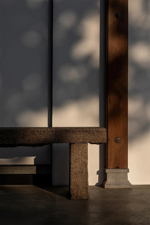 面馆门头前石凳设计