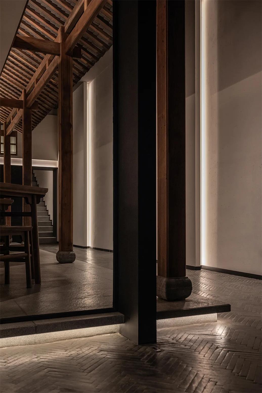 面馆地台和中式柱子设计