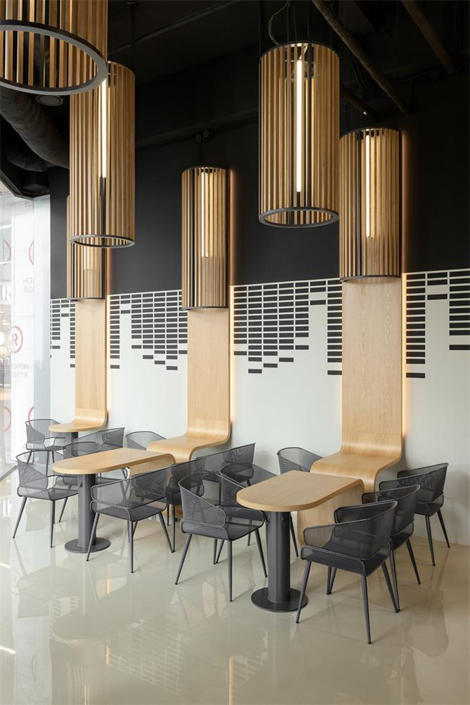 咖啡厅入口前方的客座区设计