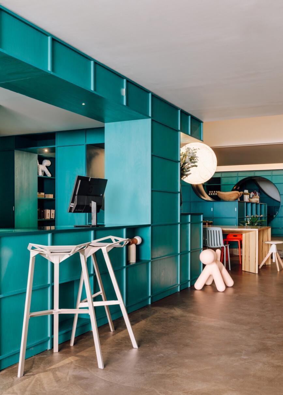 材料展厅接待台与展示柜结合的设计