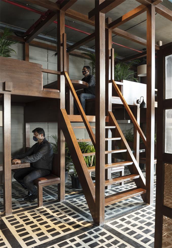餐厅卡座楼梯设计