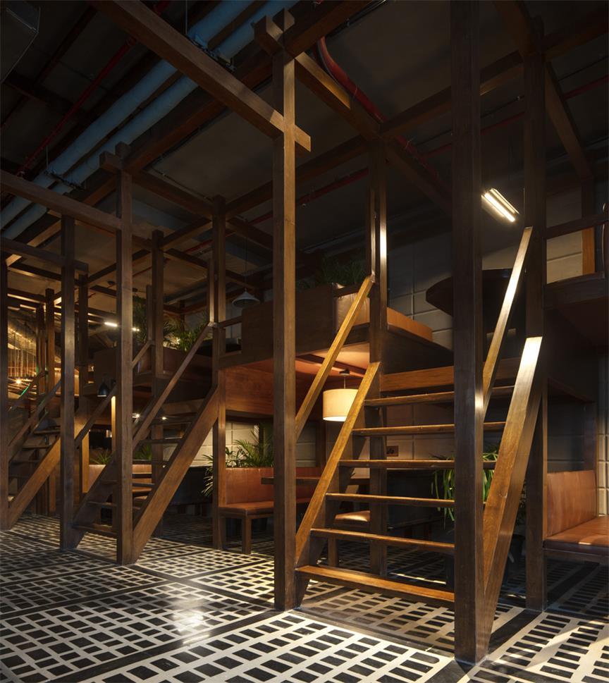 餐厅单元用餐区楼梯设计全景