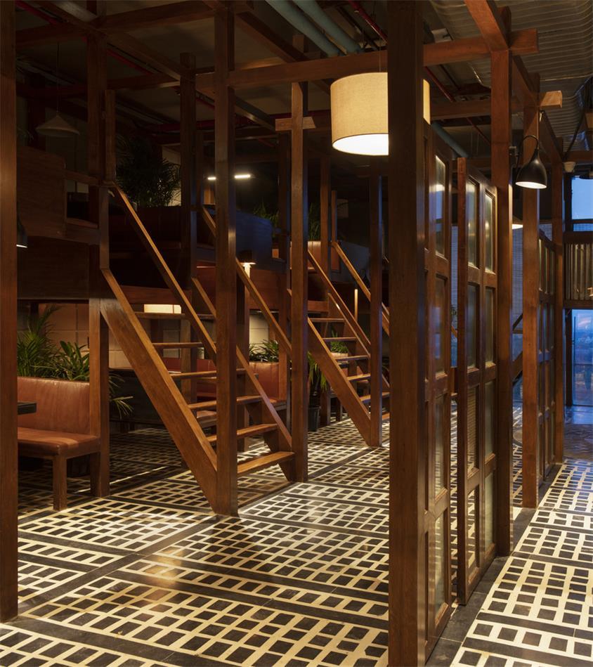 餐厅木质隔断及地面花砖设计