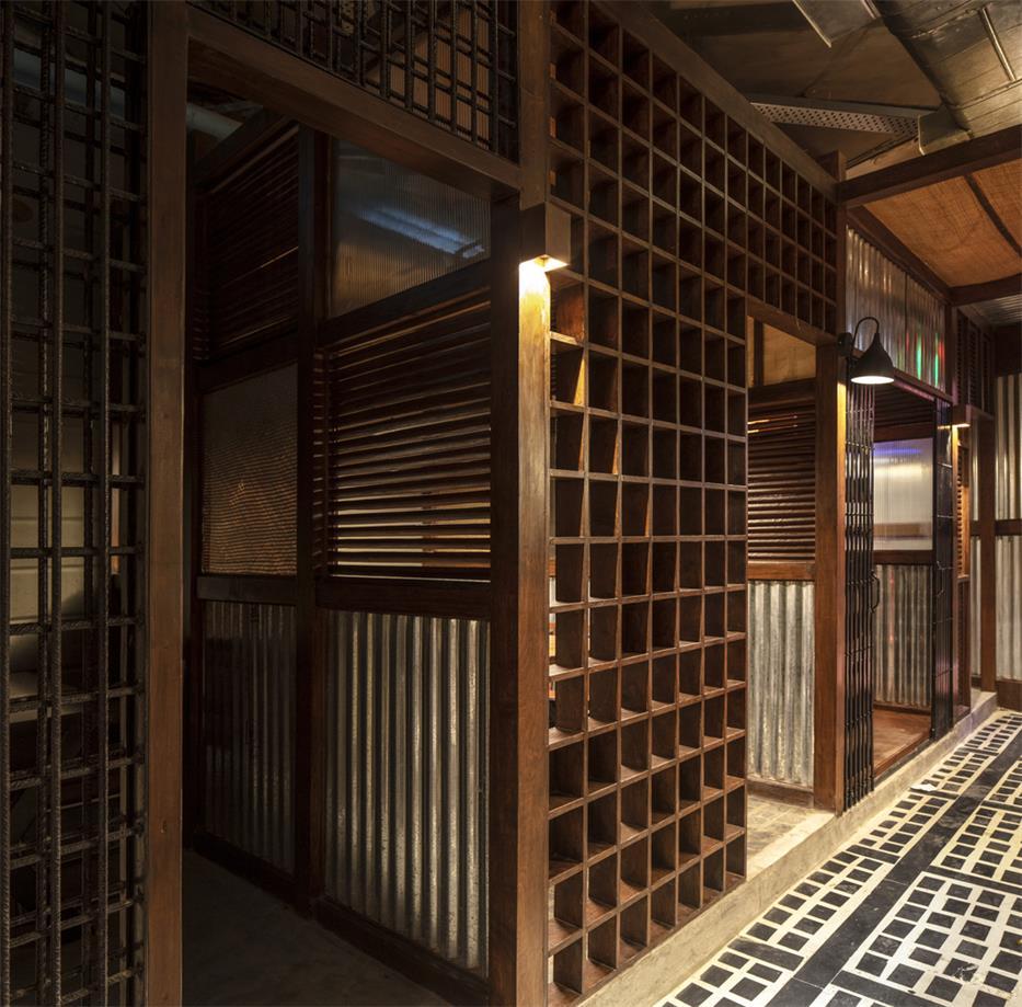 餐厅木质格子隔断设计
