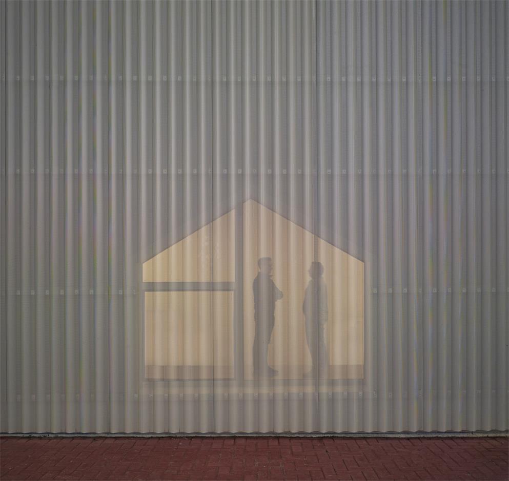 殡仪馆通透的建筑外立面设计