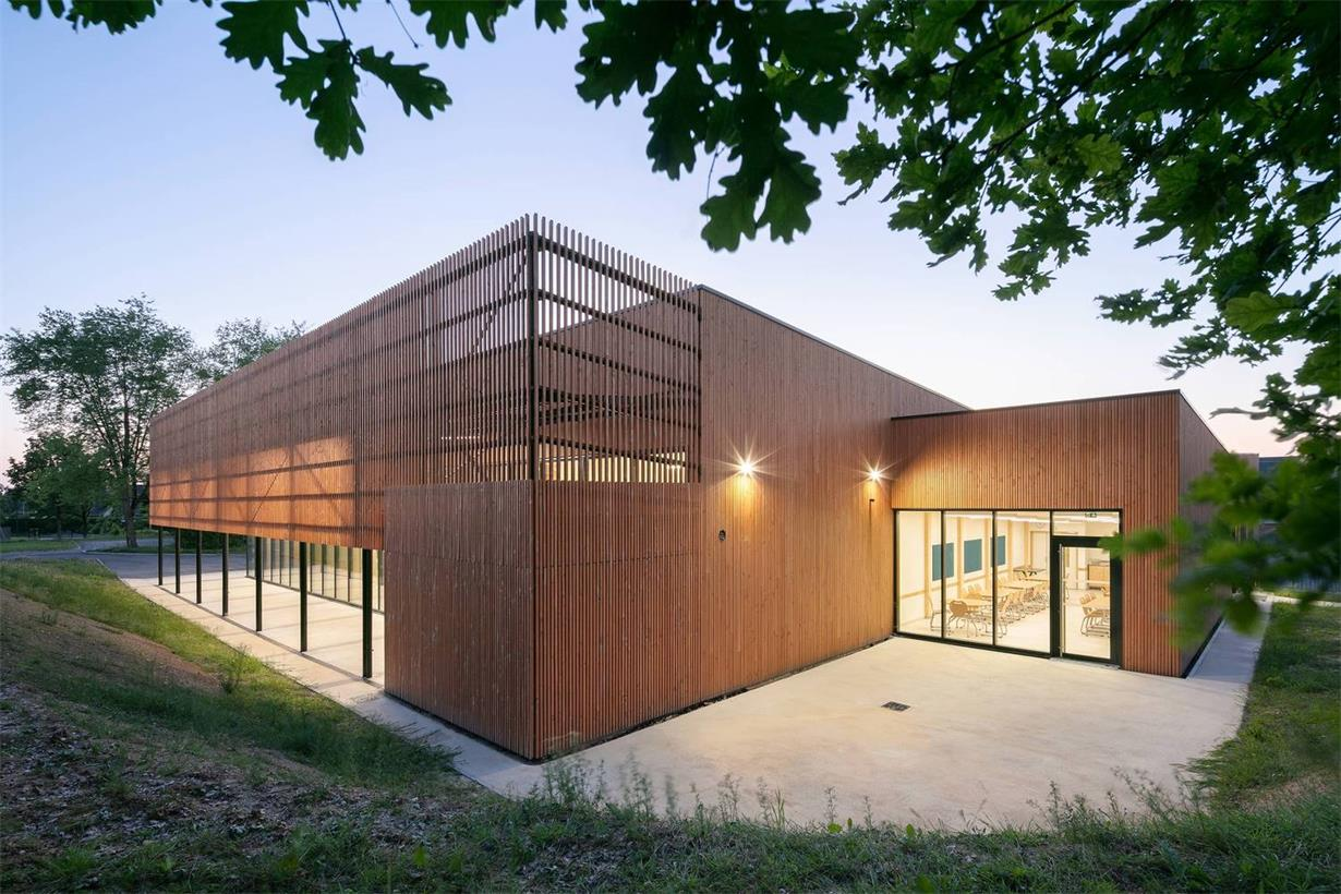 学校食堂建筑外立面灯光氛围设计