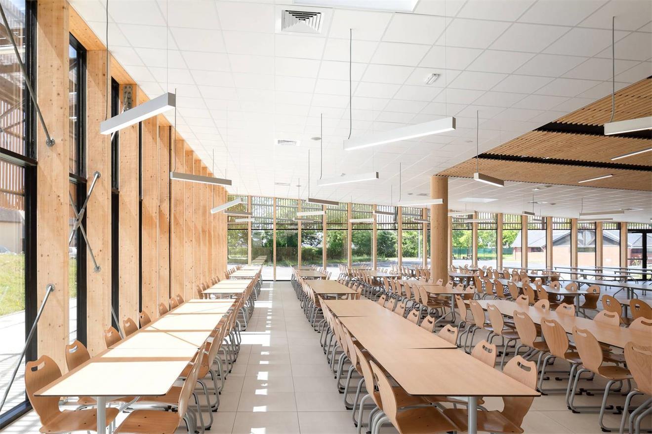 学校食堂沿窗用餐区设计