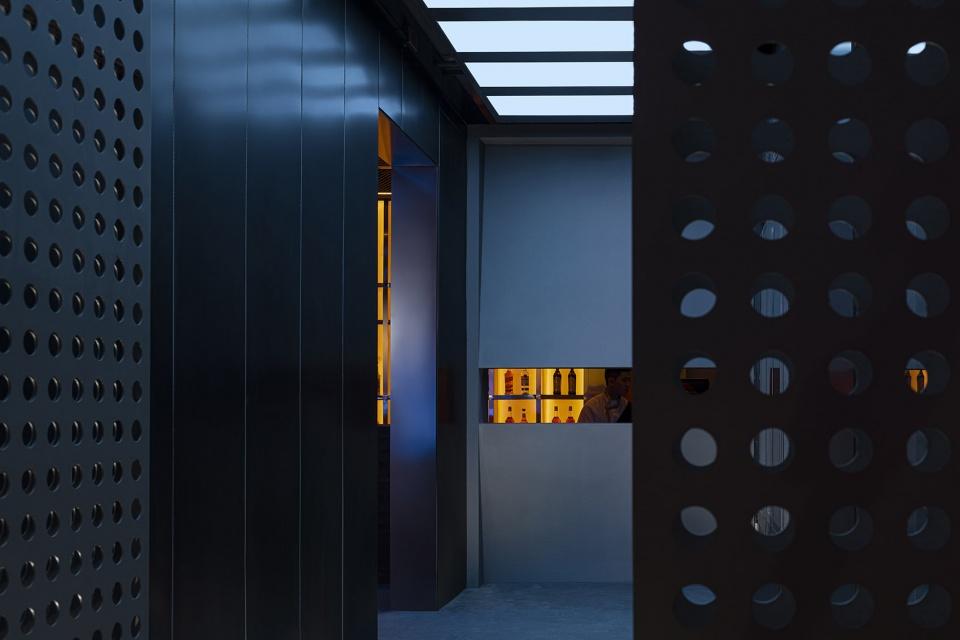 酒吧金属穿孔板设计