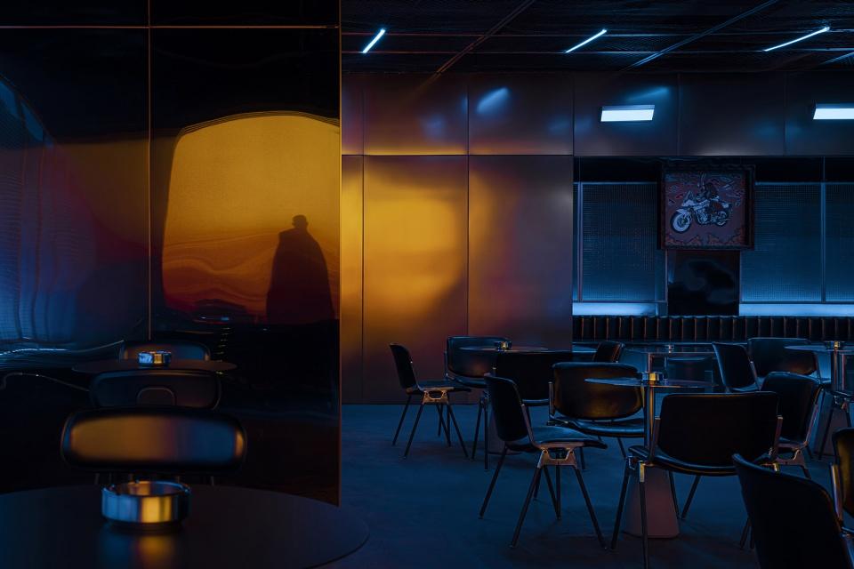 酒吧氛围的灯光剪影