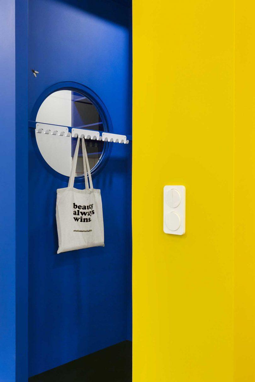 诊所门扇后衣架设计