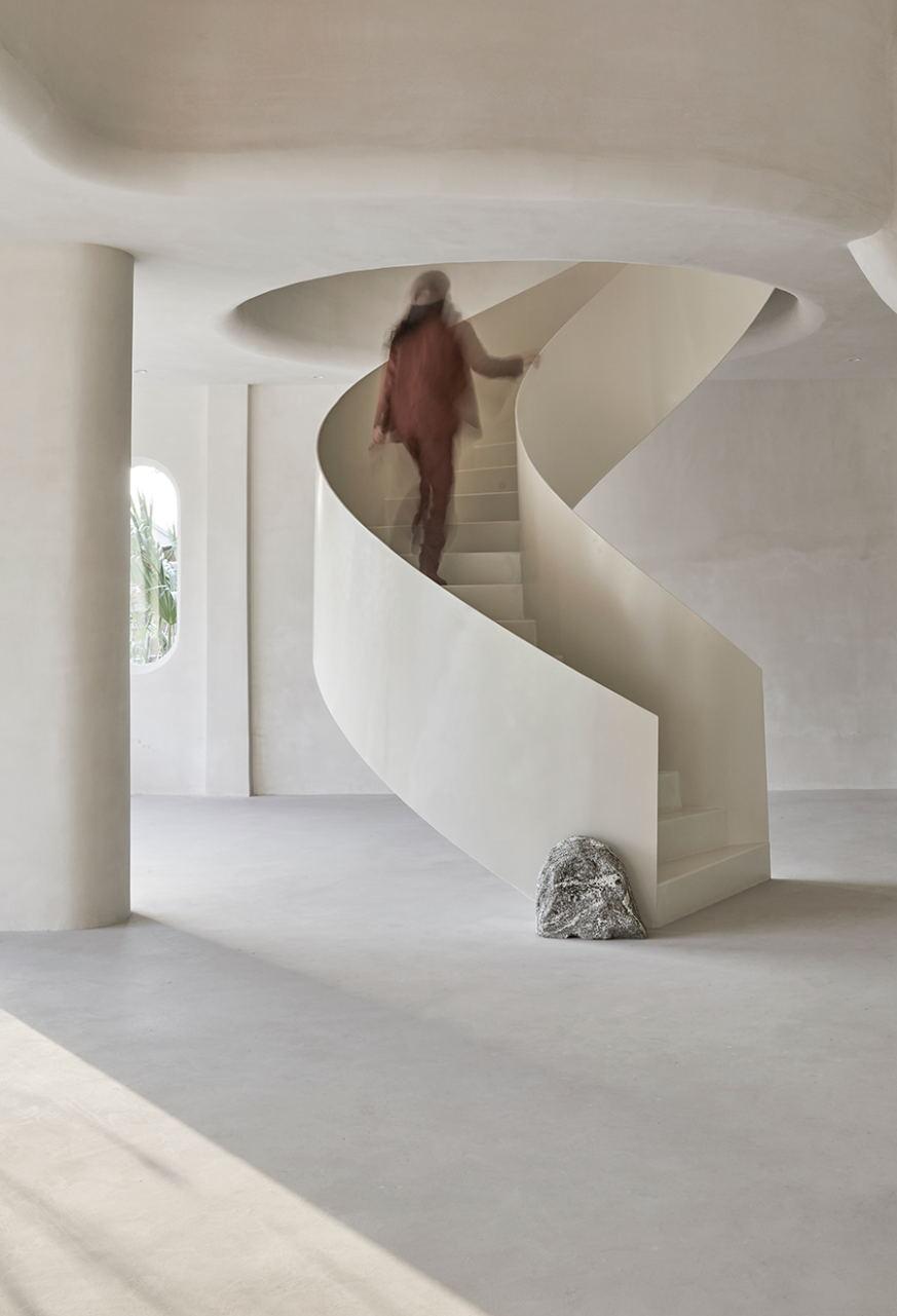 摄影空间旋转楼梯人影效果