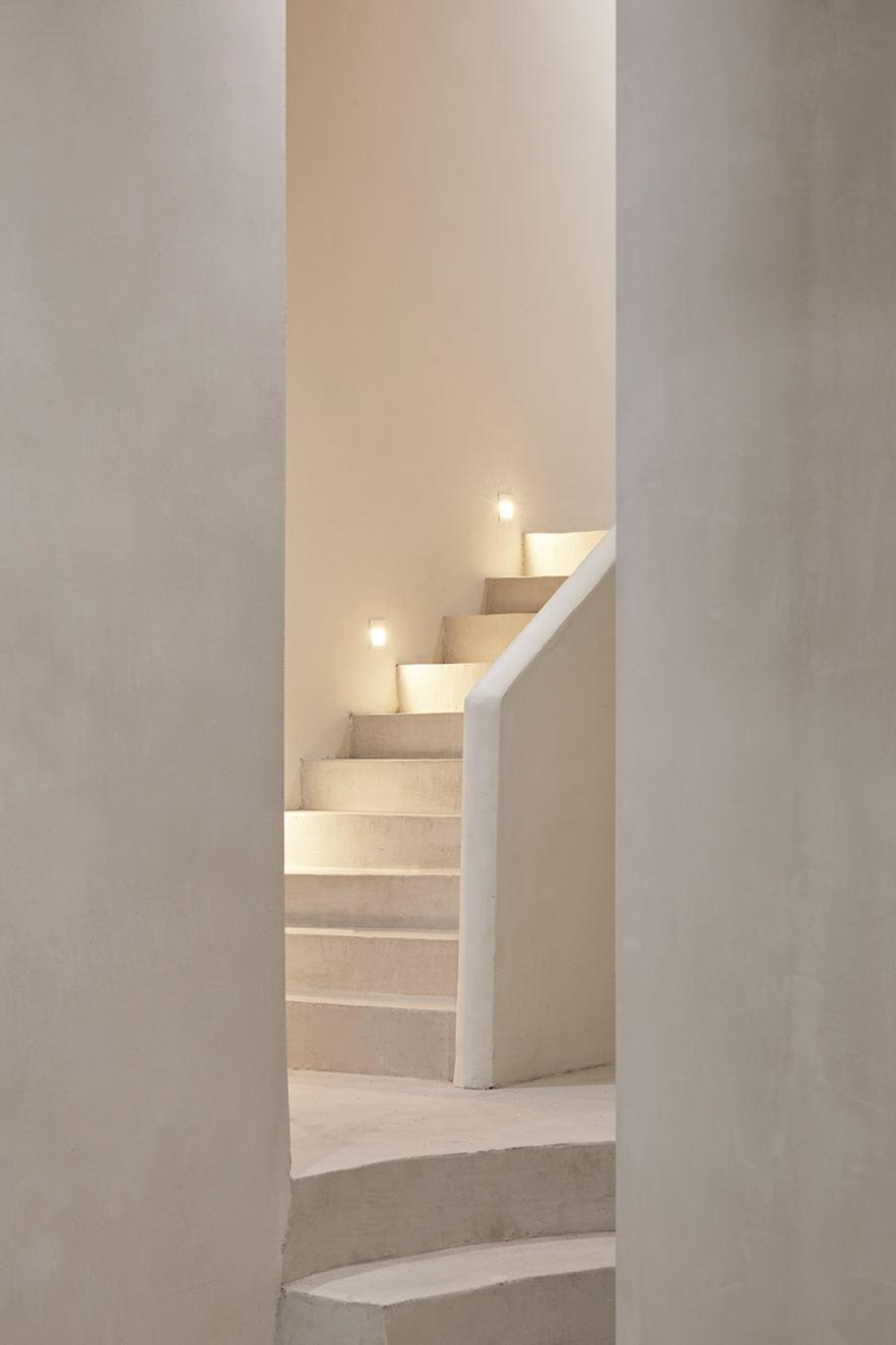 摄影空间楼梯踏步及地脚灯设计