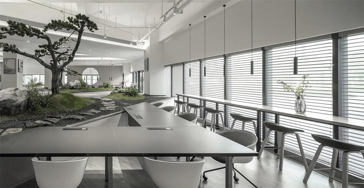 共享办公沿窗办公区设计