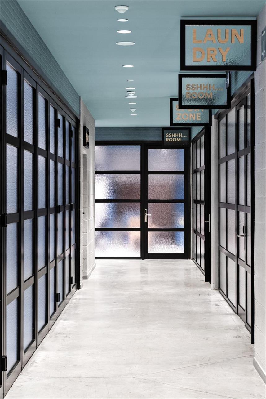 学生公寓印花玻璃门设计