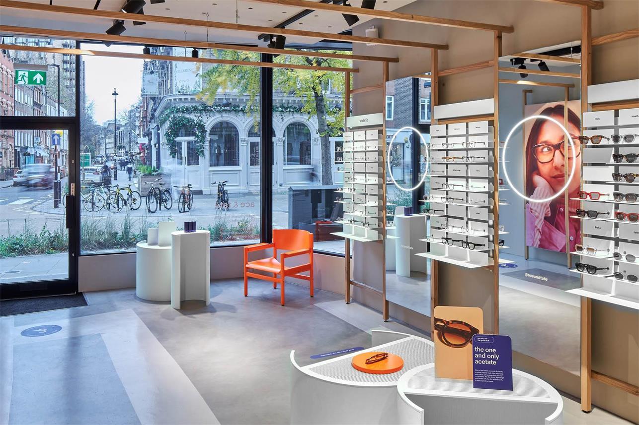 眼镜店入口处展示区设计