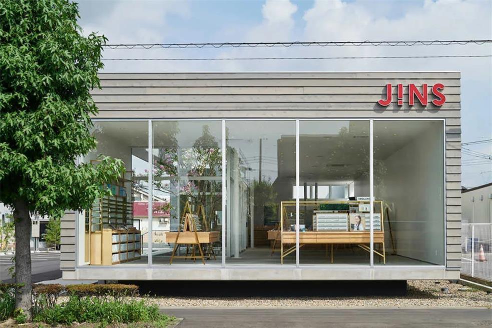 眼镜店建筑外立面玻璃隔断设计