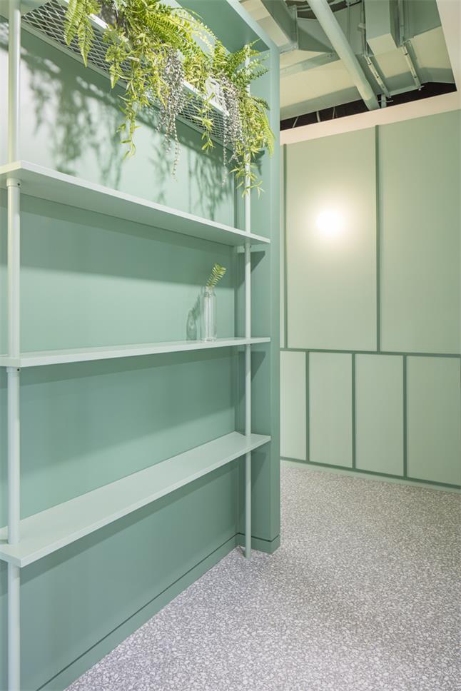 办公室绿色金属装饰架设计