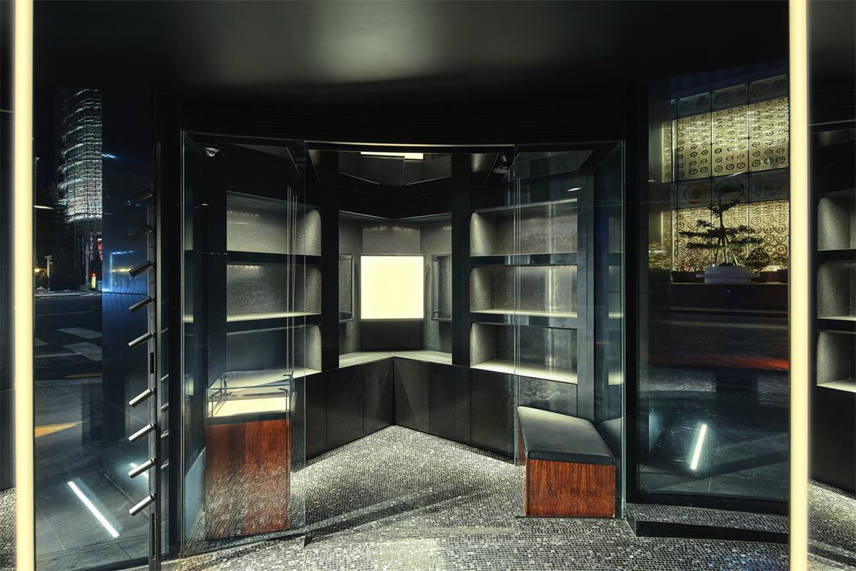 奢侈品店玻璃盒子展示区设计