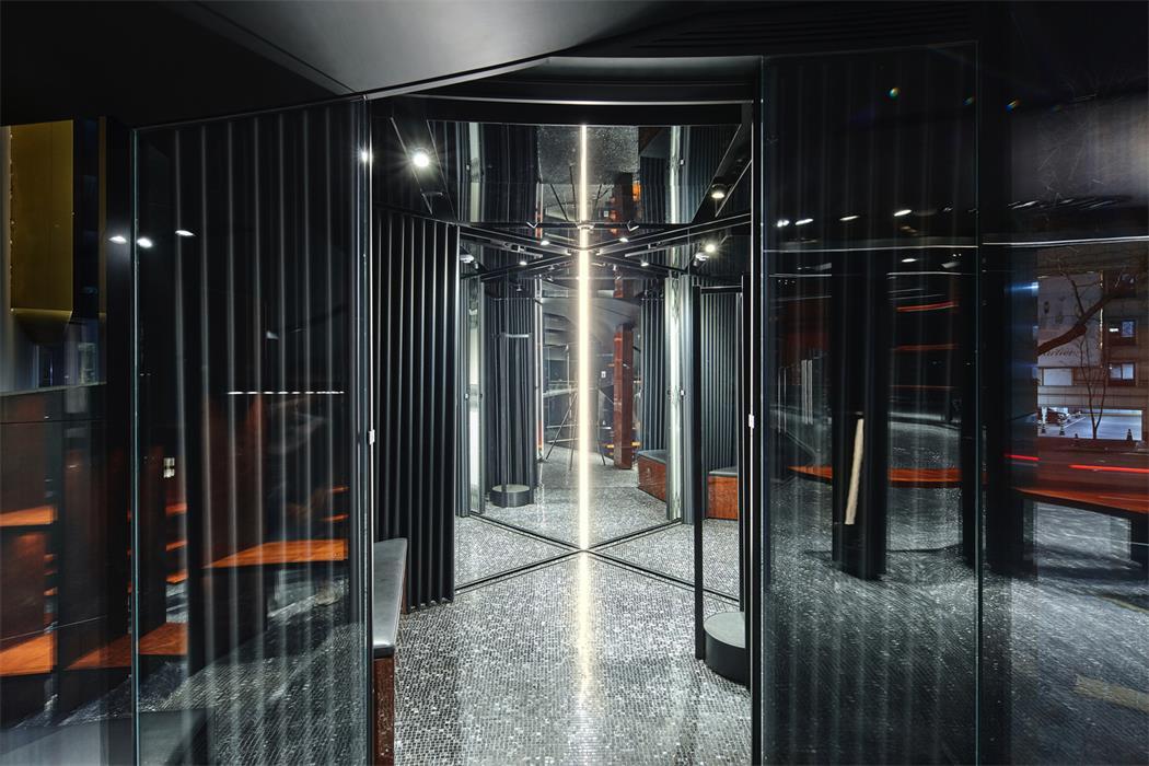 奢侈品店玻璃光影效果