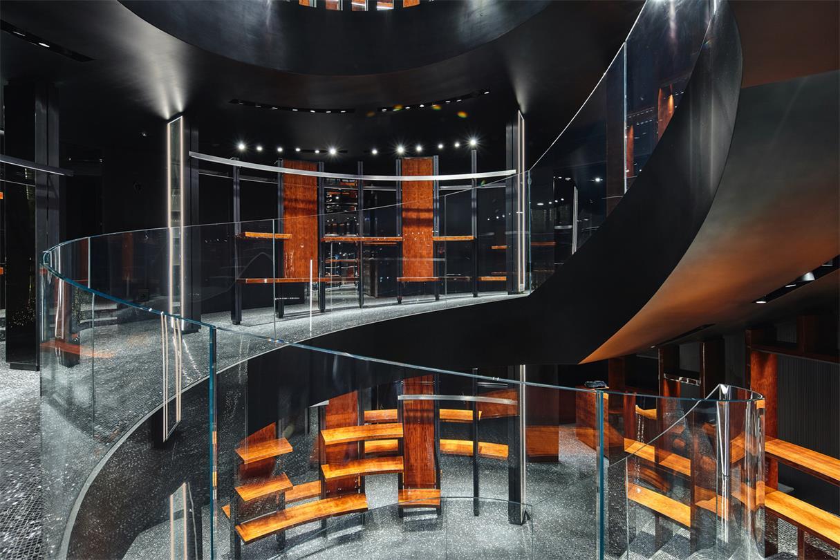 奢侈品店玻璃栏杆设计